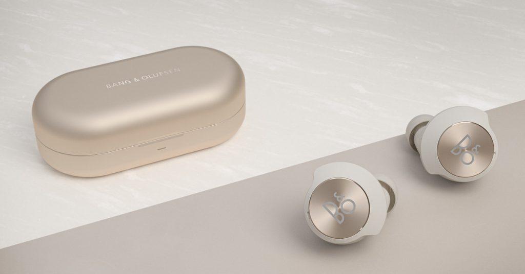 Bang & Olufsen wprowadza na rynek pierwszą parę prawdziwie bezprzewodowych wkładek dousznych z redukcją szumów