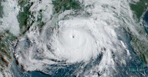 """""""Niezwykle niebezpieczny"""" huragan Ida dramatycznie się wzmacnia z dnia na dzień"""